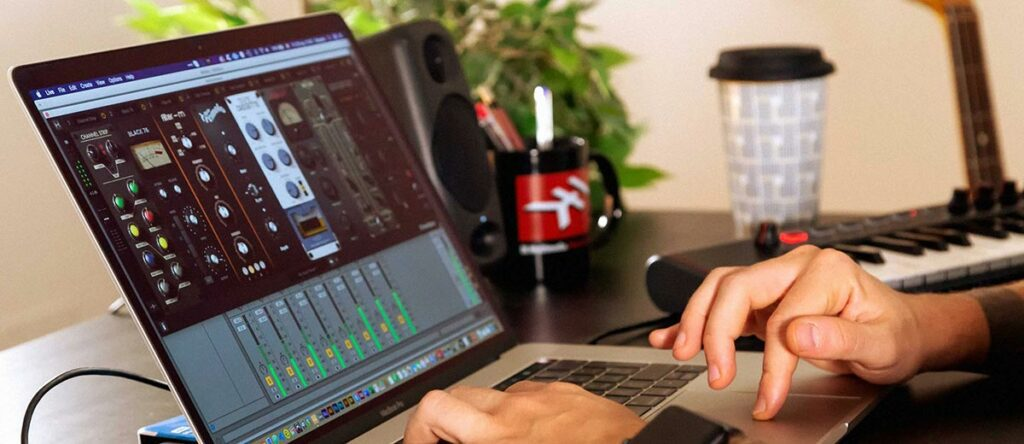 Person using a VST software